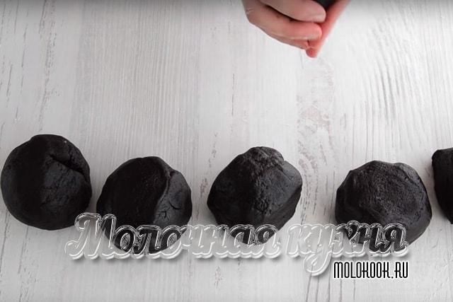 Формовка шариков из теста