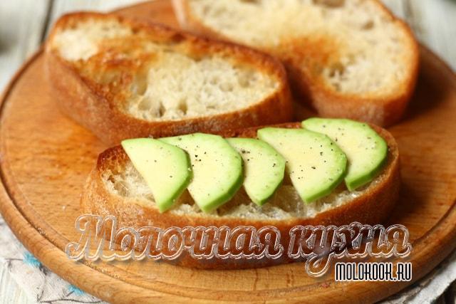 Авокадо на хлебе
