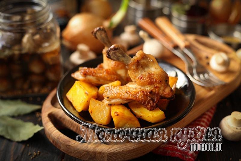 Крылышки с картошкой в духовке - самый простой и вкусный рецепт
