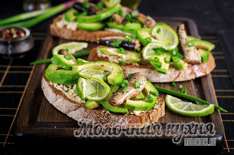 Простой рецепт бутербродов с авокадо