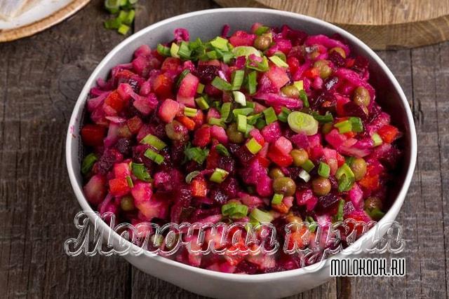 Салат винегрет с зеленым горошком и огурцами