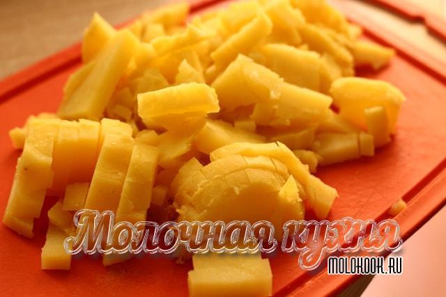 Картошка нарезана кубиком