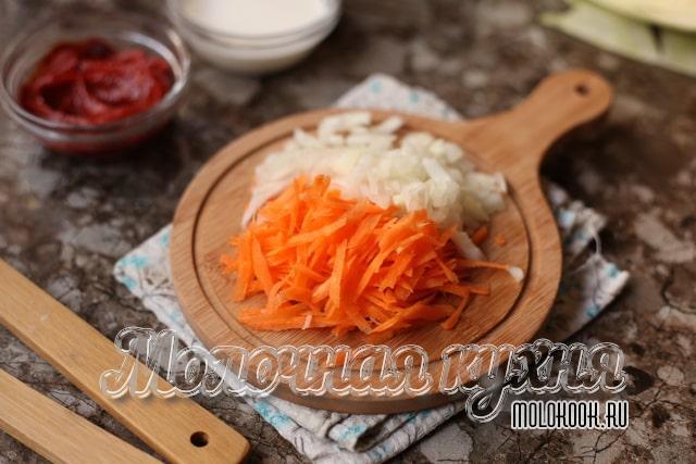 Морковка и лук нарезаны