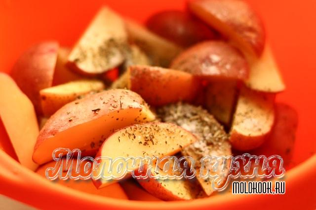 приправленные картофельные ломтики