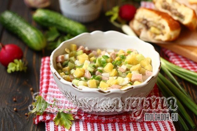 Рецепт окрошки с вареной колбасой и свежими огурцами
