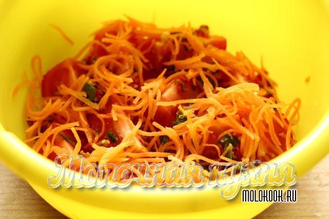 Тертая морковь выложена