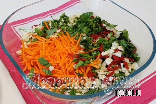 Тертая морковка и измельченные специи