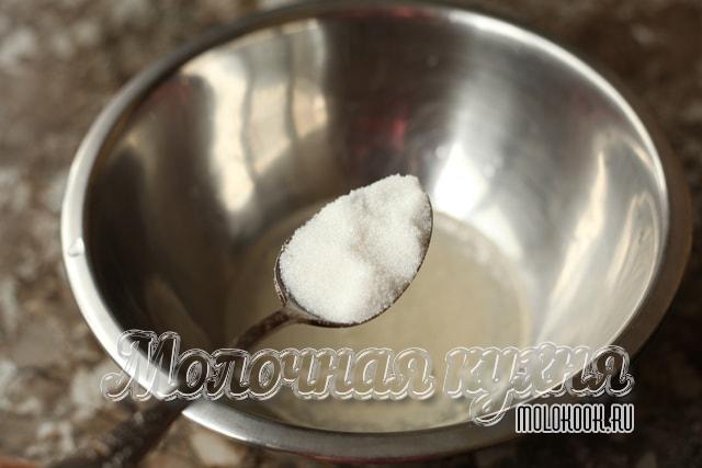 Добавление сахарного песка