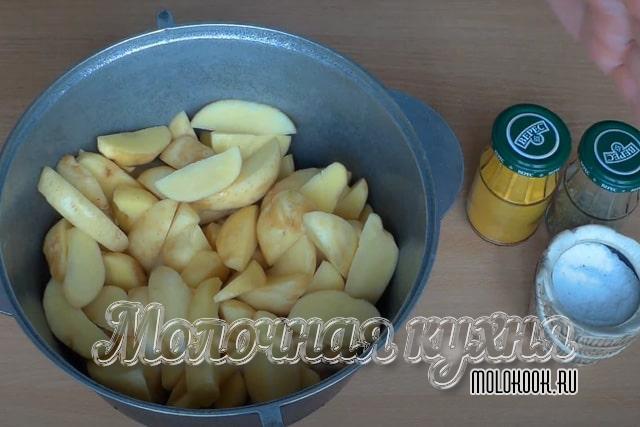 Картошка порезана