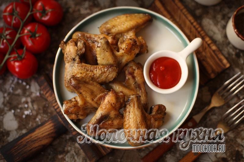 Рецепт куриных крылышек, запеченных в духовке, с корочкой