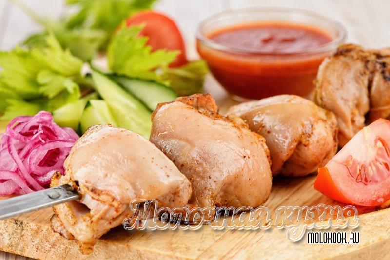 Как замариновать куриный шашлык