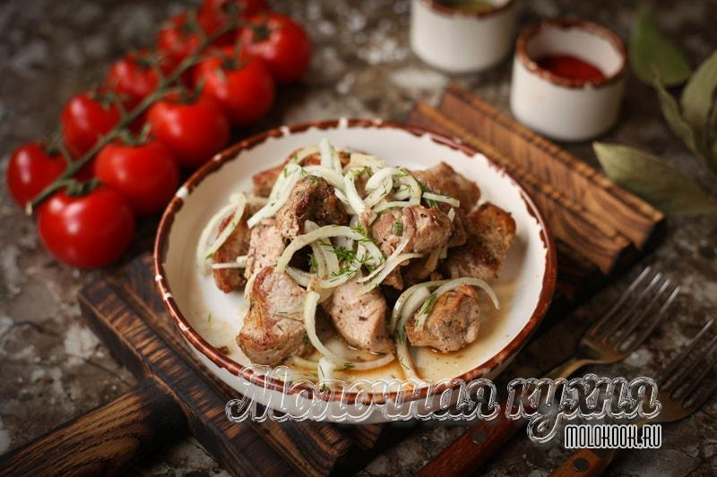 Рецепт свиного шашлыка на сковородке, на плите