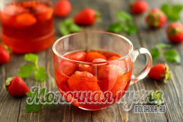 Самый простой рецепт компота из клубники