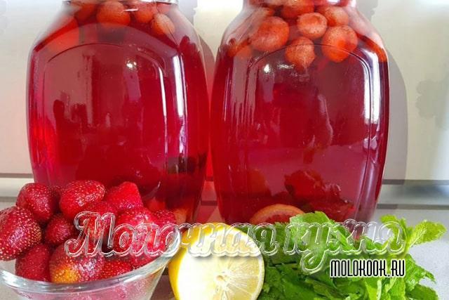 Клубнично-мятно-лимонный компот Мохито