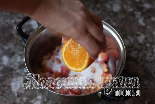 Добавление апельсинового сока