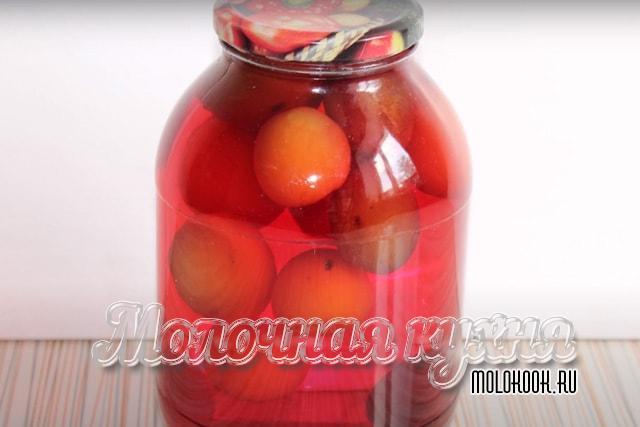 консервированный напиток из слив и абрикосов
