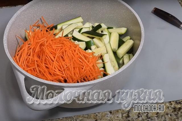 Натертая морковь добавлена
