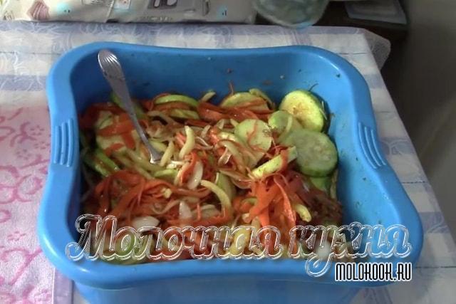 Кабачковые кружочки с овощами по-корейски