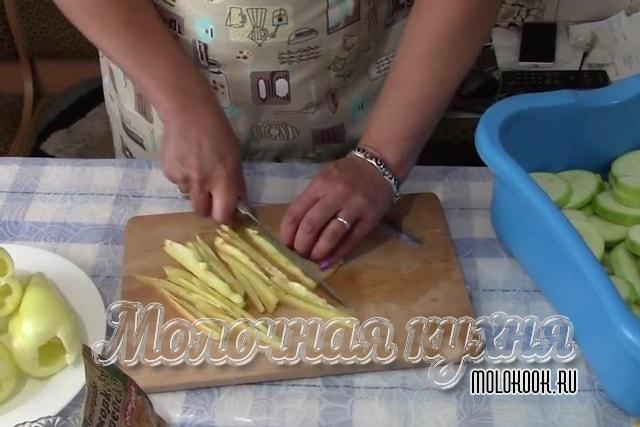 Нарезка болгарского перца