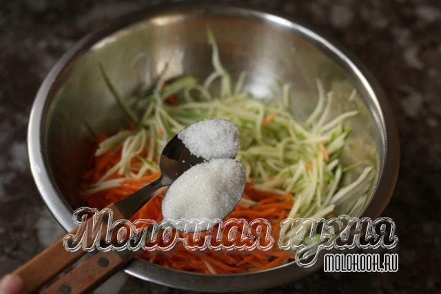 Добавление соли и сахара