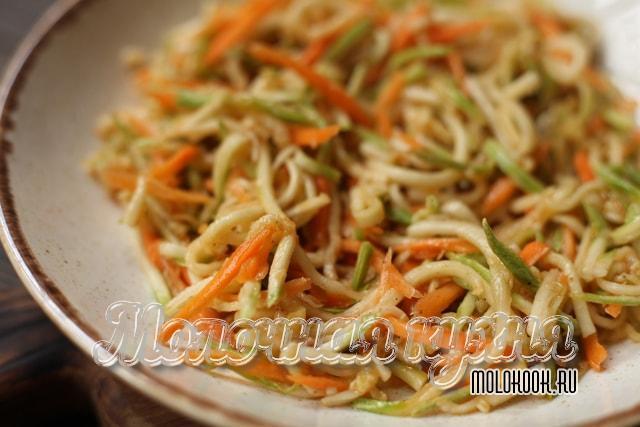 Быстрый рецепт кабачков с морковью по-корейски