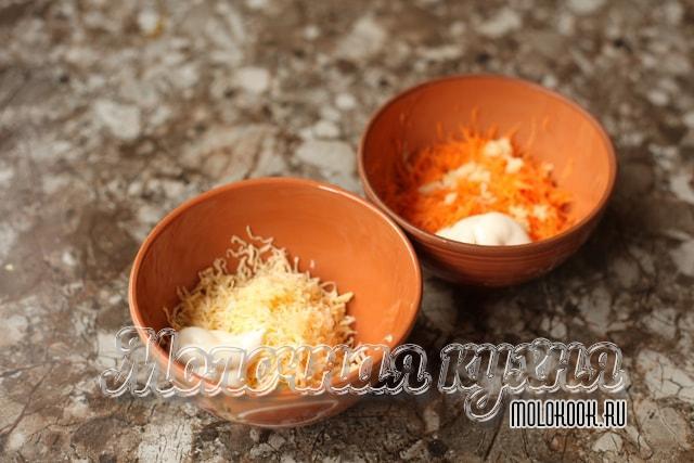 Сырок и морковка натерты