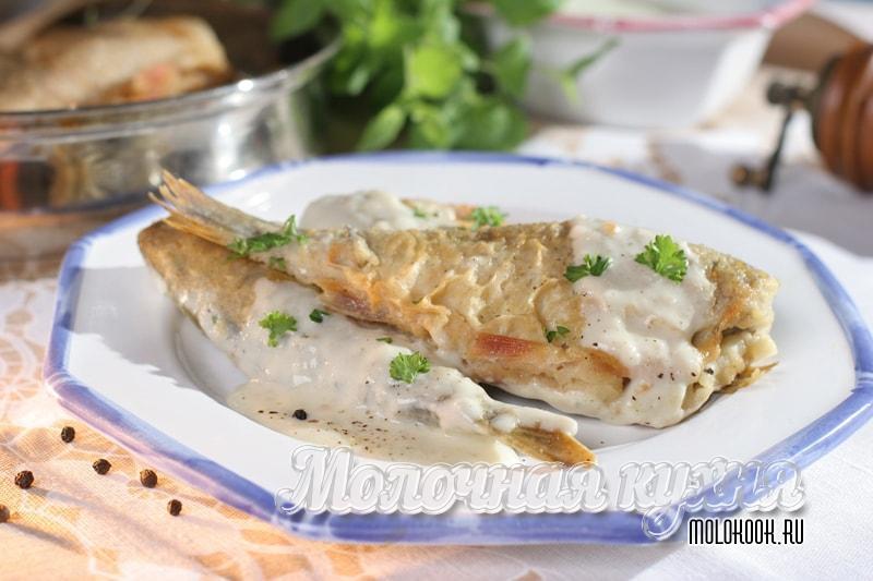 Томленые карасики в сметанном соусе - готовим на сковородке