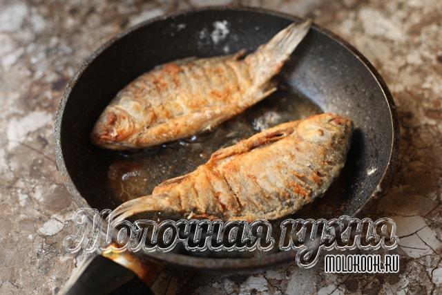 Обжарка рыбы на сковороде