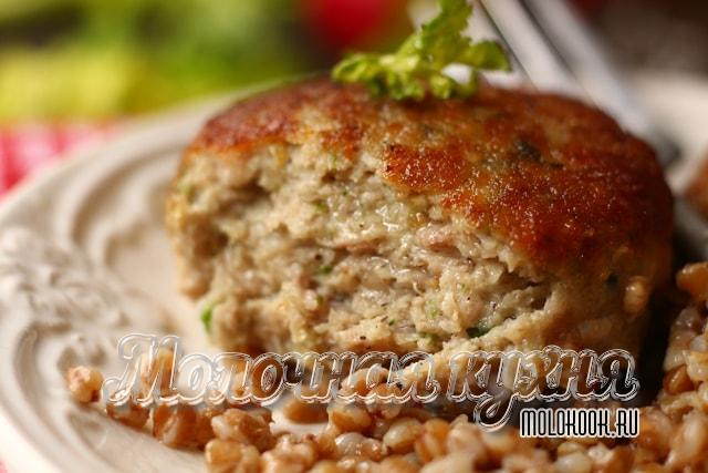 Курино-кабачковые котлеты, жаренные на сковородке