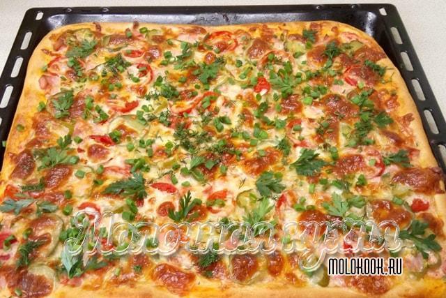 Пицца на сметанном тесте