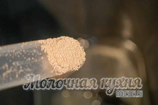 Добавление гранулированных дрожжей