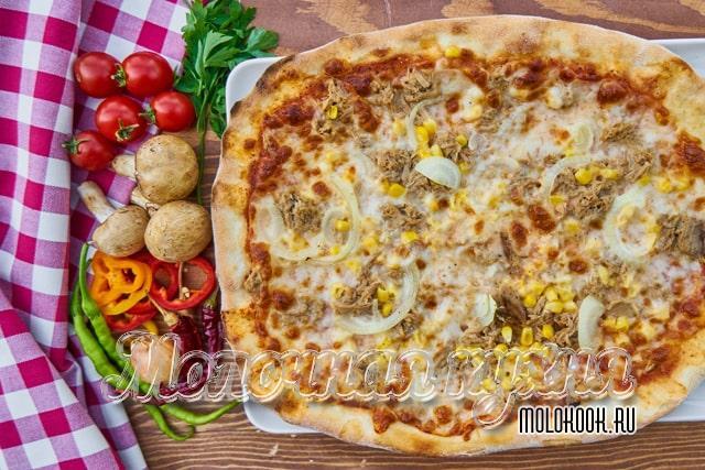 Вкусная слоеная пицца