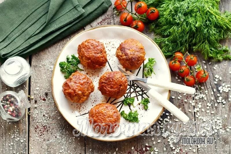 Котлеты, запеченные в духовке, в томатном соусе