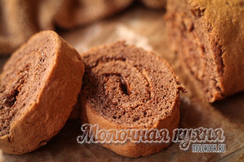 Рецепт шоколадного бисквитного рулета с какао
