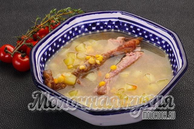 Суп на копченых свиных ребрышках с горохом