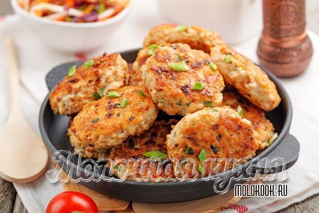 Куриные котлеты на сковороде