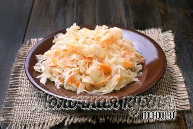 Капуста с морковкой в уксусном маринаде