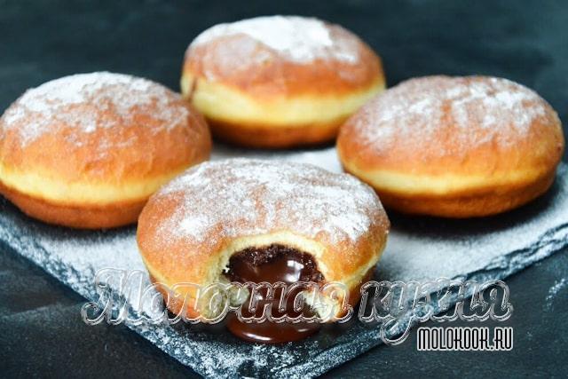 Домашние пончики, приготовленные на кефире и дрожжах