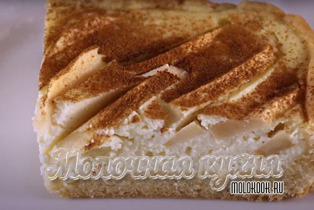 Рецепт песочного пирога с начинкой из яблок и творога