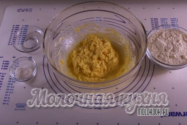 Перемешанные с маргарином яйца