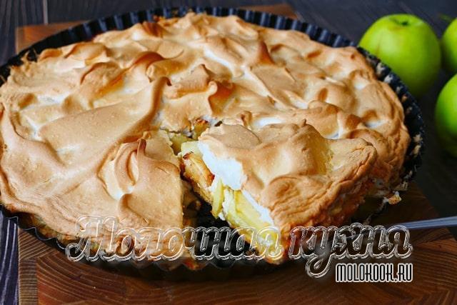 Рецепт яблочного рождественского пирога с творогом и безе