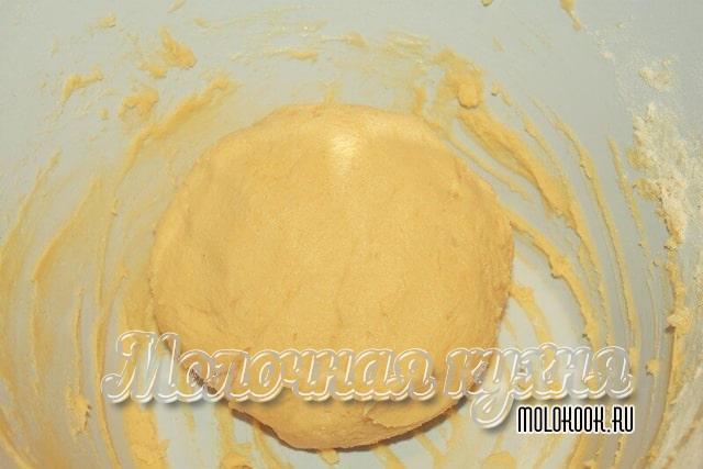 Готовое тесто, собранное в ком