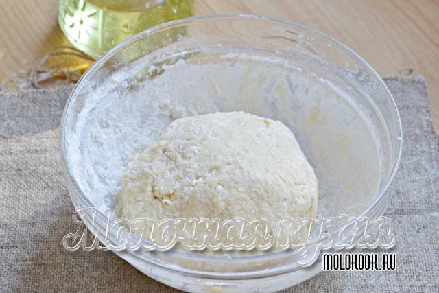 Готовое тесто собрано в ком