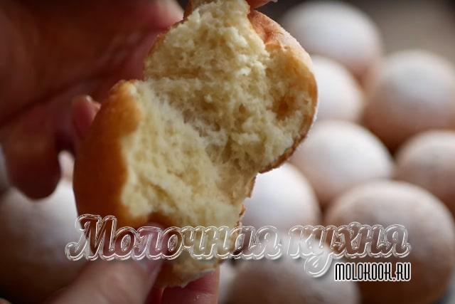 Простой рецепт приготовления пончиков из творога во фритюре