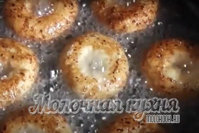 Обжаривание пончиков-каральков