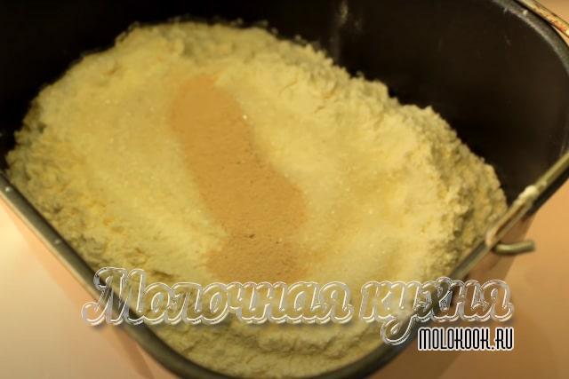 Компоненты помешены в чашу хлебопечи