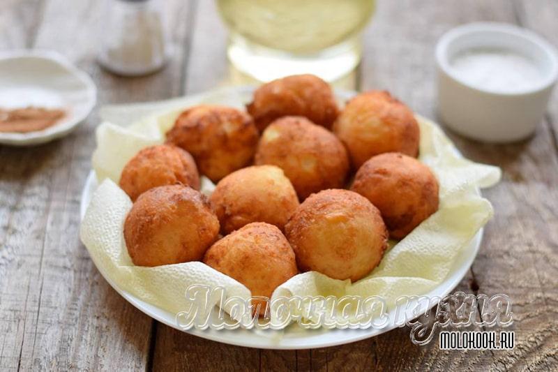 Творожные пончики-шарики, обжаренные во фритюре