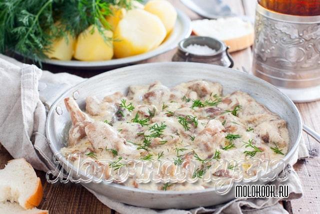 Рецепт фрикасе из курицы, сливок, сыра и грибов