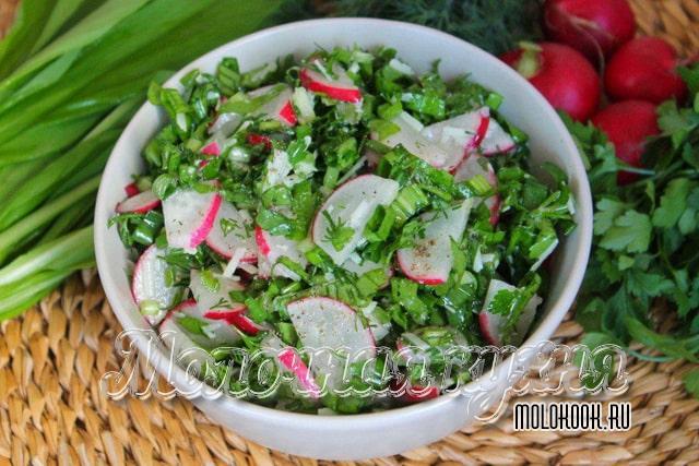 Салат из редиса с добавлением черемши
