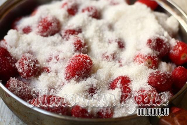 Клубника, покрытая сахаром